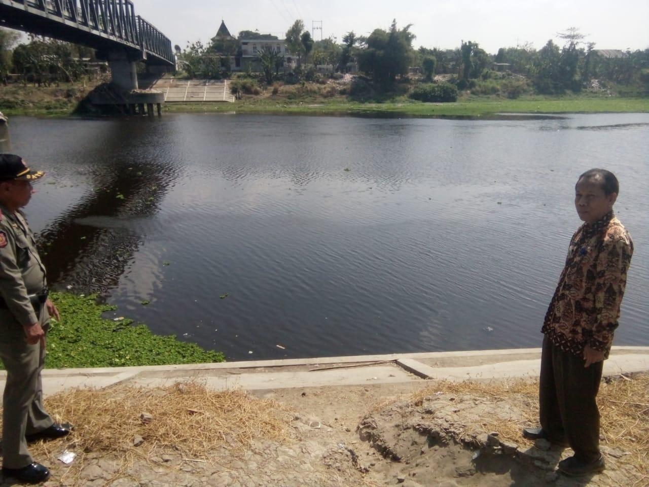 Pencemaran Bengawan Solo <BR>Tercemarnya aliran Bengawan Solo di Padangan