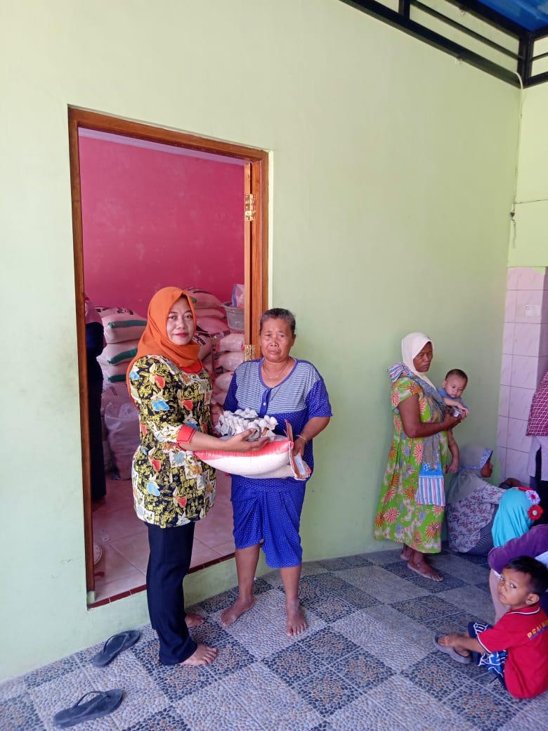 Distribusi Bantuan Pangan Non Tunai (BPNT)<BR>Desa Ngradin Kecamatan Padangan